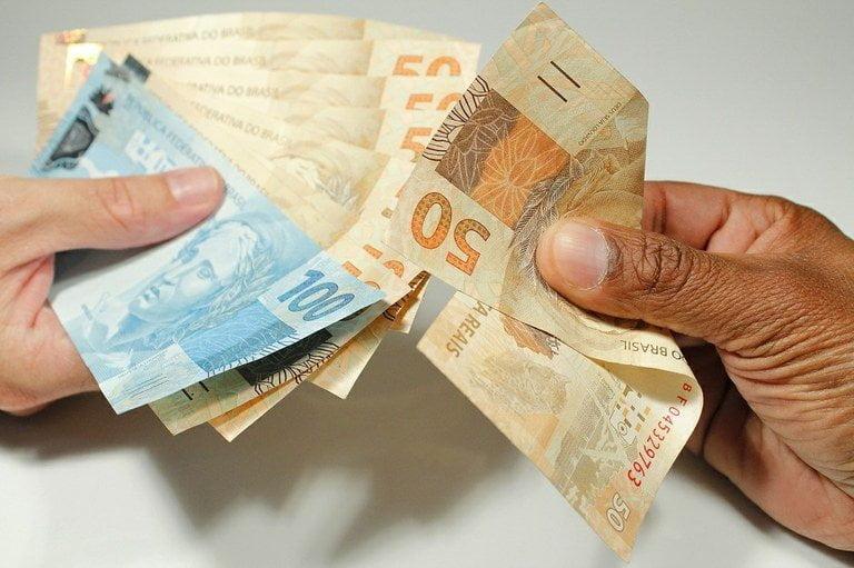 Saques de contas inativas do FGTS vão injetar R$ 35 bi
